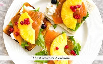 Toast estivo ananas e salmone